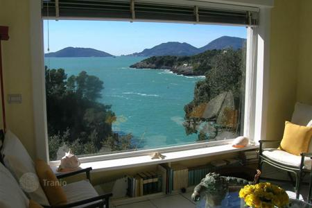 5 bedroom houses for sale in Liguria. An exclusive property by the sea in Lerici, Liguria