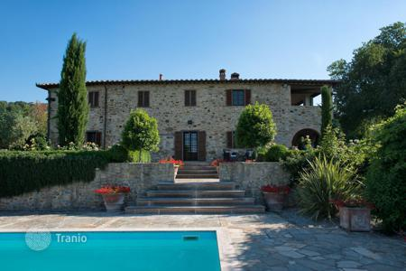 Houses with pools for sale in Umbria. House with swimming pool in Umbria, Italy