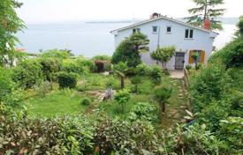 Coastal houses for sale in Koper. Villa – Koper, Obalno-Cabinet, Slovenia