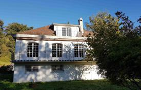 4 bedroom houses for sale in Occitanie. Three-storey villa with a picturesque garden, near the city center, Lourdes, France