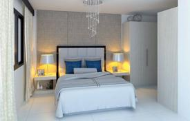 Residential for sale in Fuengirola. Luxury apartment with a terrace in a residential complex with a swimming pool and a gym, next to the golf course, Malaga, Spain