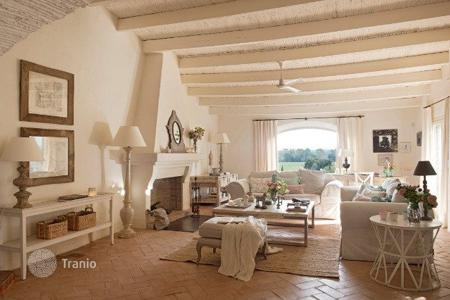 Residential for sale in La Bisbal d'Empordà. Country seat – La Bisbal d'Empordà, Catalonia, Spain