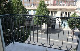 1 bedroom apartments by the sea for sale in Nice. Heart of Nice, one bedroom apartment, balcony