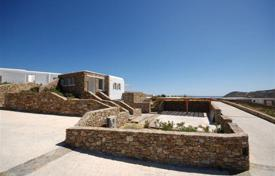 Houses with pools for sale in Mikonos. Beautiful villa 10 km from the town of Mykonos