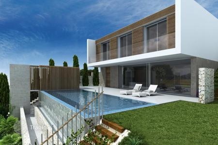 Coastal houses for sale in Alicante. Modern villa in one of the best areas of the Costa Blanca in a luxury gated complex
