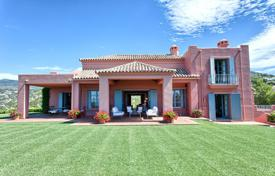 Luxury houses with pools for sale in Benahavis. VILLA PANORAMIC VIEWS MARBELLA CLUB GOLF
