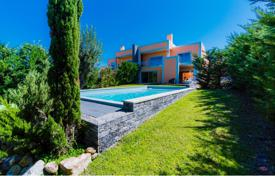 Houses with pools for sale in Lisbon. Beautiful villa with a swimming pool and large plot, Lisbon, Portugal