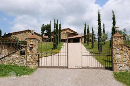 Houses for sale in Province of Grosseto. Luxury hilltop villa with indoor pool and 360 degree panoramic views over the rolling hills of the sea-near Tuscany