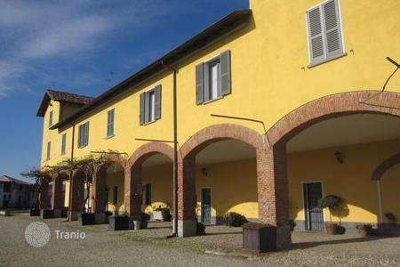 Luxury houses for sale in Lodi Vecchio. The historic manor with a chapel built in 1802