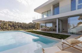 Luxury houses with pools for sale in Majorca (Mallorca). Villa with a swimming pool and a garden on Mallorca, Spain