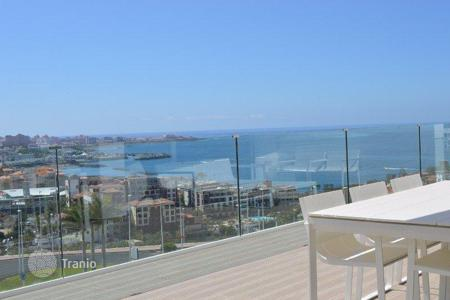 2 bedroom apartments for sale in Canary Islands. Spacious and modern penthouse with stunning panoramic views of the ocean and mountains