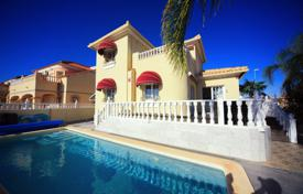 Houses for sale in La Zenia. Furnished two-level villa in La Zenia, Alicante, Spain