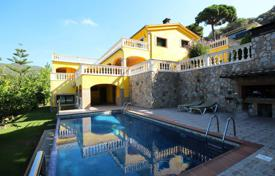 Luxury 4 bedroom houses for sale in Costa del Maresme. Detached house with sea views in Cabrils, Barcelona Coast