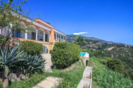 Coastal property for sale in Menton. Villa with panoramic sea views, located on the hills of Menton