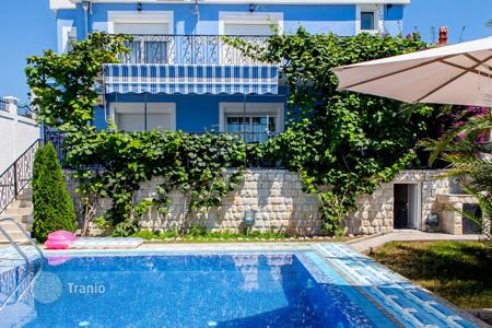 Houses with pools by the sea for sale in Ulcinj (city). Detached house – Ulcinj (city), Ulcinj, Montenegro