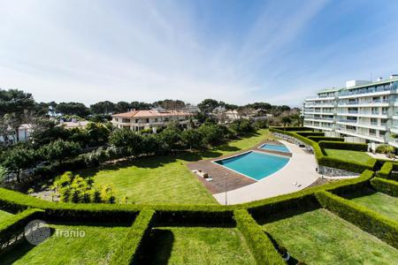 Apartments with pools for sale in Lisbon. Modern apartment in a condominium with pool and ocean view near the center of Cascais