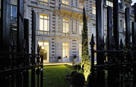 5 bedroom houses for sale in Ile-de-France. A superb Hotel Particulier. Parc Monceau.