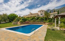 Luxury 5 bedroom houses for sale in Costa del Sol. Amazing villa in Cascada de Camoján, Golden Mile