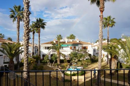Cheap apartments with pools for sale in Spain. Two-bedroom apartment with a view of the park in Torrevieja, Lago Hardin area