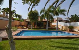 Houses with pools for sale in Maspalomas. Villa – Maspalomas, Canary Islands, Spain