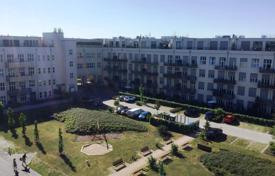 2 bedroom apartments for sale in Germany. Furnished two-bedroom penthouse in a residential complex with a parking and a garden, in the district of Steglitz-Zehlendorf, Berlin