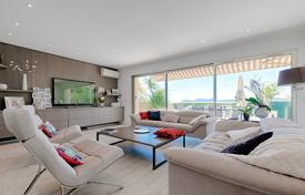Comfortable apartment with a sea view and a garage, in a residence with a swimming pool, Cannes, France for 1,200,000 €
