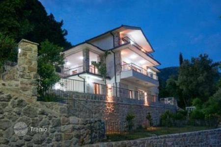 5 bedroom houses for sale in Budva. Luxury villa in the settlement Markovici at an altitude of 350 m above sea level