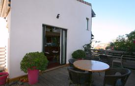 2 bedroom houses for sale in France. Town house in quiet area in Cannes