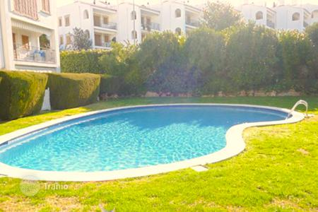 Apartments with pools by the sea for sale in Sant Feliu de Guixols. Two-level apartment in a gated residential complex with swimming pools in S 'Agaro, Spain