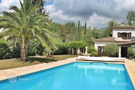 Houses for sale in La Colle-sur-Loup. Close to Saint-Paul de Vence - Character clad villa