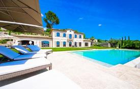 Luxury houses for sale in Provence - Alpes - Cote d'Azur. Villa with a fireplace, a cinema and a large park, in a gated residence, Mougins, France