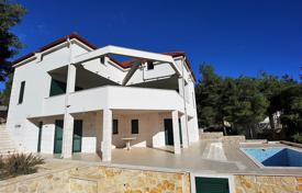 6 bedroom houses for sale in Split-Dalmatia County. Villa – Brač, Split-Dalmatia County, Croatia
