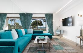 Luxury 2 bedroom apartments for sale in Côte d'Azur (French Riviera). Cannes — Croisette — Breathtaking seaviews