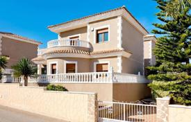 Houses with pools for sale in Valencia. New villa with a garden and a garage in Los Altos, Torrevieja, Alicante