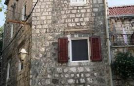 4 bedroom houses for sale in Kotor (city). Perast house for sale. Inside area 108 m² and out side the house there is 17 m². House has 4 bedrooms, 2 bathrooms, 4 floors. No balcony