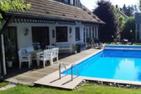 Houses with pools for sale in Bavaria. Detached house with pool in Lichtenau