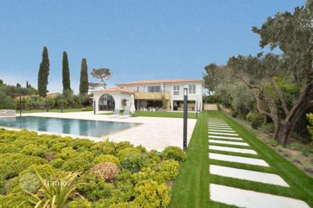 Luxury houses with pools for sale in Mougins. Mougins, at the doors of Cannes, an outstanding property of 550 m² on a plot of 3,200 m² with swimming pool