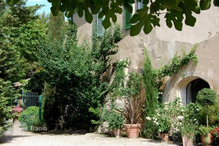 Residential for sale in Maussane-les-Alpilles. Alpilles — Authentic olive oil farm