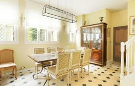 4 bedroom apartments for sale in Paris. Paris 7th District – A near 130 m² apartment a stone's throw from les Invalides
