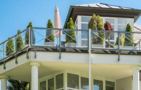 Apartments for sale in Grünwald. Bright three-room apartment with a terrace and park views, near the forest, Grunwald, Bavaria, Germany