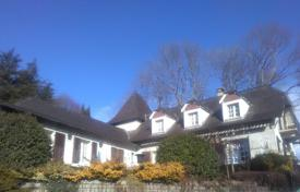 5 bedroom houses for sale in Occitanie. Spacious villa with a terrace, a swimming pool and a picturesque garden, overlooking the mountains, in the suburb of Lourdes, France