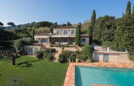 Villas and houses to rent in Saint-Tropez. Saint-Tropez — Provençal property with sea view
