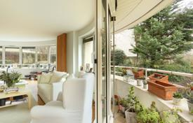 3 bedroom apartments for sale in Paris. Paris 16th District – A superb apartment with balconies