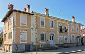 2 bedroom apartments for sale in Slovenia. This is a 75,25 m² apartment in the old part of Koper