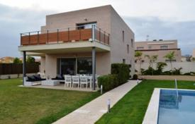 5 bedroom houses for sale in Tarragona. Modern villa with a private garden, a pool and a terrace, Cambrils, Spain
