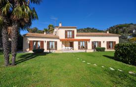 Luxury 5 bedroom houses for sale in Villefranche-sur-Mer. VILLEFRANCHE SUR MER — PROVENCAL VILLA
