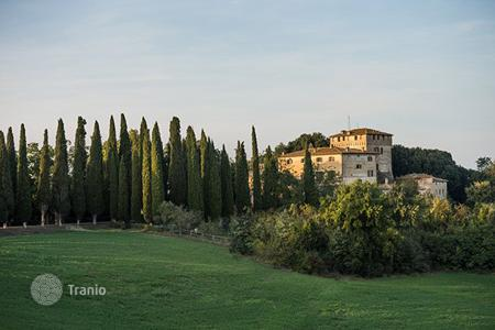 Villas and houses to rent in Buonconvento. Castello Tancredi