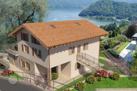 Cheap apartments with pools for sale in Italy. Apartment – Lake Como, Lombardy, Italy