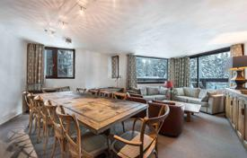 4 bedroom apartments for sale in Auvergne-Rhône-Alpes. Modern apartment with a balcony and mountain views in the privileged area of Courchevel, France