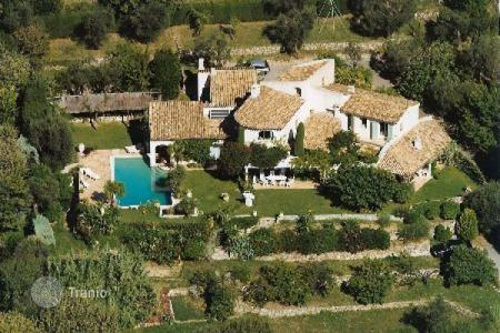 Houses for sale in Grasse. Villa – Grasse, Côte d'Azur (French Riviera), France
